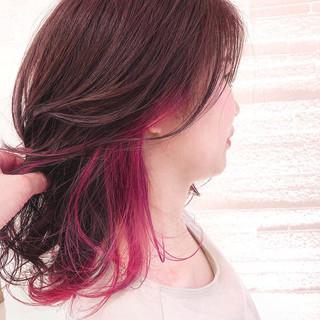 インナーカラー赤 デザインカラー インナーカラー ロング ヘアスタイルや髪型の写真・画像