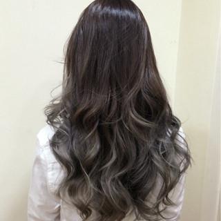 イルミナカラー ハイライト ブルージュ ロング ヘアスタイルや髪型の写真・画像
