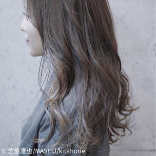 グレージュ ウェーブ デート セミロング ヘアスタイルや髪型の写真・画像