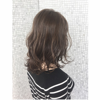 ミルクティー セミロング マッシュ アッシュ ヘアスタイルや髪型の写真・画像