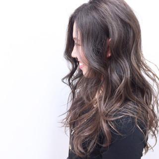 外国人風 グラデーションカラー ハイライト アンニュイ ヘアスタイルや髪型の写真・画像