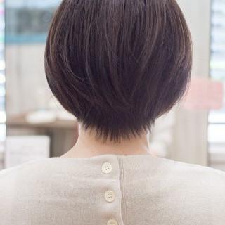 ショートボブ フェミニン 前下がりボブ ショート ヘアスタイルや髪型の写真・画像