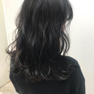 鎖骨ミディアム ミディアムヘアー ナチュラル ふわふわヘアアレンジ ヘアスタイルや髪型の写真・画像