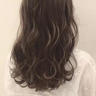 透明感 フェミニン ウェーブ ロング ヘアスタイルや髪型の写真・画像