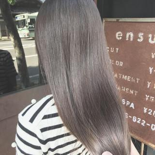 シルバー ナチュラル シルバーアッシュ oggiotto ヘアスタイルや髪型の写真・画像