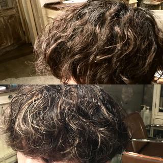 ハイライト ストリート メンズ パーマ ヘアスタイルや髪型の写真・画像