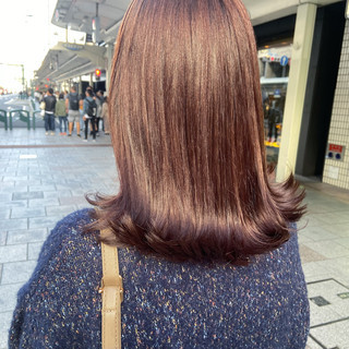 ピンクベージュ 大人ミディアム 切りっぱなしボブ ミディアムヘアー ヘアスタイルや髪型の写真・画像