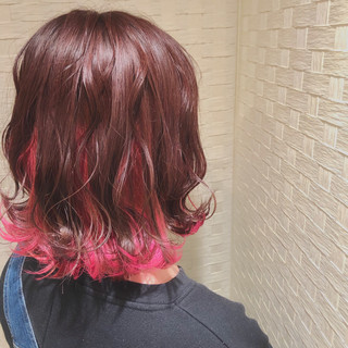 ミディアム インナーピンク ガーリー ベリーピンク ヘアスタイルや髪型の写真・画像