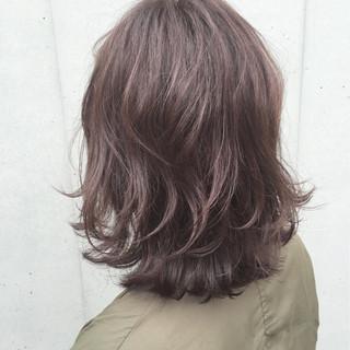 ミディアム セミロング 波ウェーブ ガーリー ヘアスタイルや髪型の写真・画像
