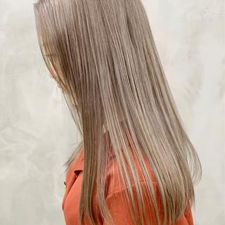 ミルクティーベージュ ベージュ ブリーチ必須 ブリーチ ヘアスタイルや髪型の写真・画像