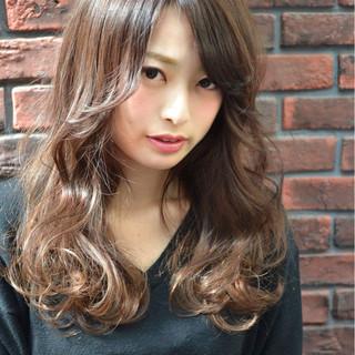 ゆるふわ デート フェミニン 流し前髪 ヘアスタイルや髪型の写真・画像