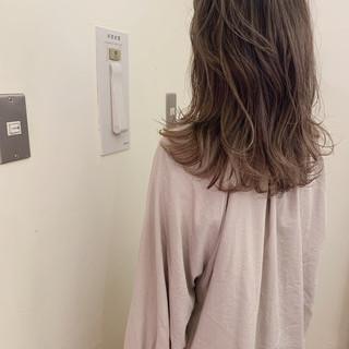アンニュイほつれヘア 大人かわいい 簡単ヘアアレンジ ゆるふわ ヘアスタイルや髪型の写真・画像