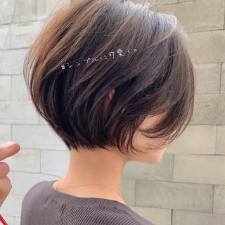 ショートヘア ゆるふわ 切りっぱなしボブ ショートボブ ヘアスタイルや髪型の写真・画像