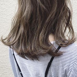 ナチュラル 外国人風 ロング カーキアッシュ ヘアスタイルや髪型の写真・画像