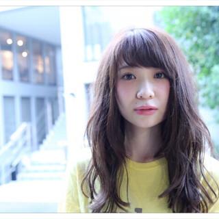 ミルクティー 前髪あり セミロング ナチュラル ヘアスタイルや髪型の写真・画像