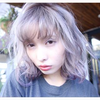 ミルクティー ミディアム 前髪あり アッシュ ヘアスタイルや髪型の写真・画像