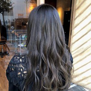 グレージュ 上品 濡れ髪スタイル エレガント ヘアスタイルや髪型の写真・画像
