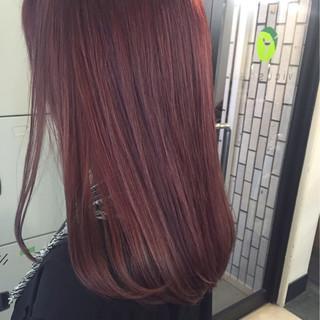 ベリーピンク ピンク エレガント セミロング ヘアスタイルや髪型の写真・画像