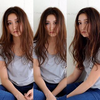 ロング アッシュ ハイライト パーマ ヘアスタイルや髪型の写真・画像