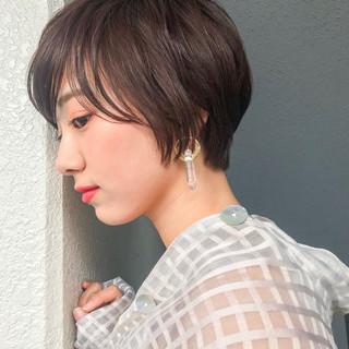 ショート レイヤーカット 大人かわいい フェミニン ヘアスタイルや髪型の写真・画像