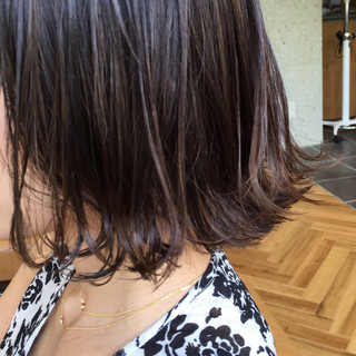 ウェットヘア グレージュ ボブ 外ハネ ヘアスタイルや髪型の写真・画像