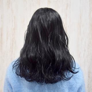 シルバーグレイ ブラックグレー 就活 ブルーブラック ヘアスタイルや髪型の写真・画像