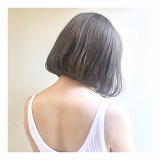 アッシュベージュ 切りっぱなしボブ ミニボブ ヌーディーベージュ ヘアスタイルや髪型の写真・画像