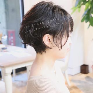 オフィス ショート パーマ エレガント ヘアスタイルや髪型の写真・画像