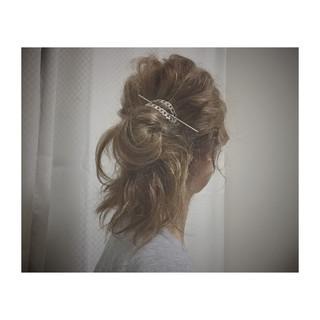 マジェステ セミロング ヘアアレンジ ルーズ ヘアスタイルや髪型の写真・画像