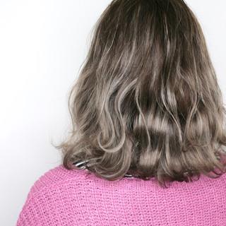 アッシュベージュ ハイライト ベージュ コントラストハイライト ヘアスタイルや髪型の写真・画像