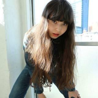 ウェーブ 外国人風 暗髪 ナチュラル ヘアスタイルや髪型の写真・画像