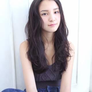 外国人風 ロング パーマ 黒髪 ヘアスタイルや髪型の写真・画像