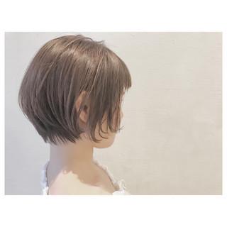梅雨 アッシュベージュ 大人かわいい ナチュラル ヘアスタイルや髪型の写真・画像