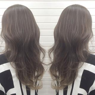 ミルクティー エレガント グラデーションカラー アッシュ ヘアスタイルや髪型の写真・画像