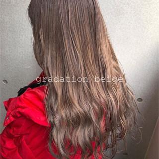 ヌーディベージュ ダブルカラー ロング エレガント ヘアスタイルや髪型の写真・画像