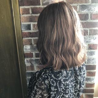透明感 ミルクティーベージュ ブリーチカラー グレージュ ヘアスタイルや髪型の写真・画像