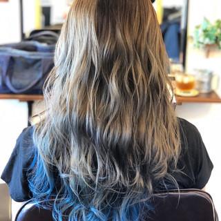 大人かわいい ネイビーカラー ロング インナーカラー ヘアスタイルや髪型の写真・画像