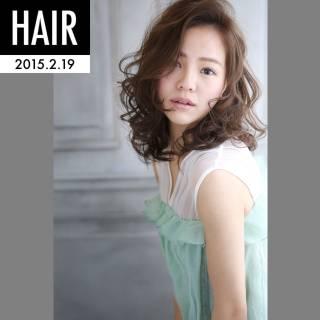 ミディアム 愛され フェミニン 暗髪 ヘアスタイルや髪型の写真・画像