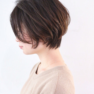グレージュ グラデーションカラー アンニュイほつれヘア ショート ヘアスタイルや髪型の写真・画像