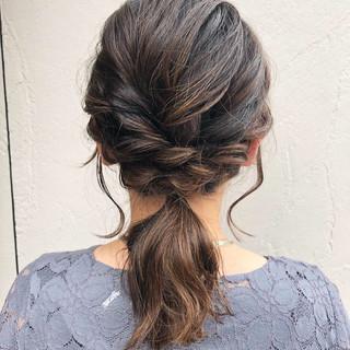 ゆるふわ お呼ばれヘア ナチュラル ヘアアレンジ ヘアスタイルや髪型の写真・画像