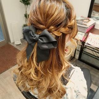 ハーフアップ 編み込み ロング フェミニン ヘアスタイルや髪型の写真・画像