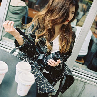 サイドアップ かき上げ前髪 ロング 外国人風 ヘアスタイルや髪型の写真・画像