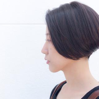 モード アッシュグレージュ ショート ボブ ヘアスタイルや髪型の写真・画像