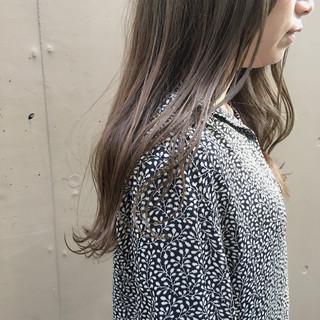 ロング アンニュイほつれヘア スモーキーカラー グレージュ ヘアスタイルや髪型の写真・画像