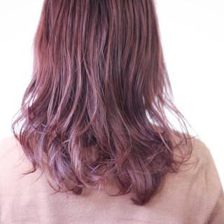 ラベンダーアッシュ セミロング ラベンダー ゆるふわパーマ ヘアスタイルや髪型の写真・画像