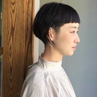 刈り上げ オン眉 モード ショート ヘアスタイルや髪型の写真・画像
