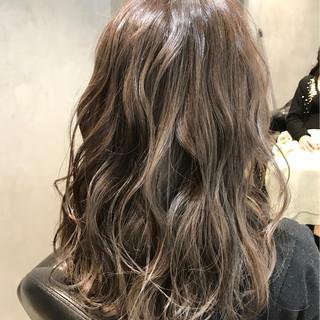 ヌーディベージュ ミルクティー ナチュラル ミディアム ヘアスタイルや髪型の写真・画像 ヘアスタイルや髪型の写真・画像