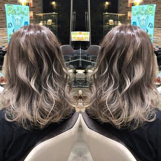 セミロング ゆるふわ 上品 デート ヘアスタイルや髪型の写真・画像