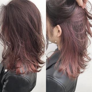 ピンク セミロング レッド オフィス ヘアスタイルや髪型の写真・画像