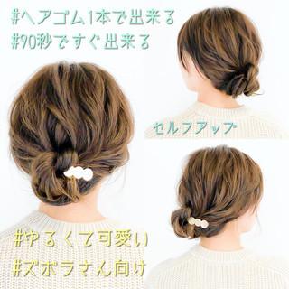 デート フェミニン 簡単ヘアアレンジ オフィス ヘアスタイルや髪型の写真・画像